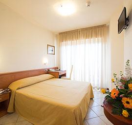 Camera matrimoniale hotel nuova sabrina, hotel a marina di pietrasanta, hotel in versilia