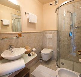 bagno a doccia hotel nuova sabrina, hotel a marina di pietrasanta, hotel in versilia